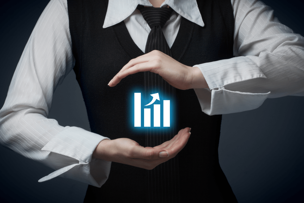 what is the difference between a benchmark and a kpi